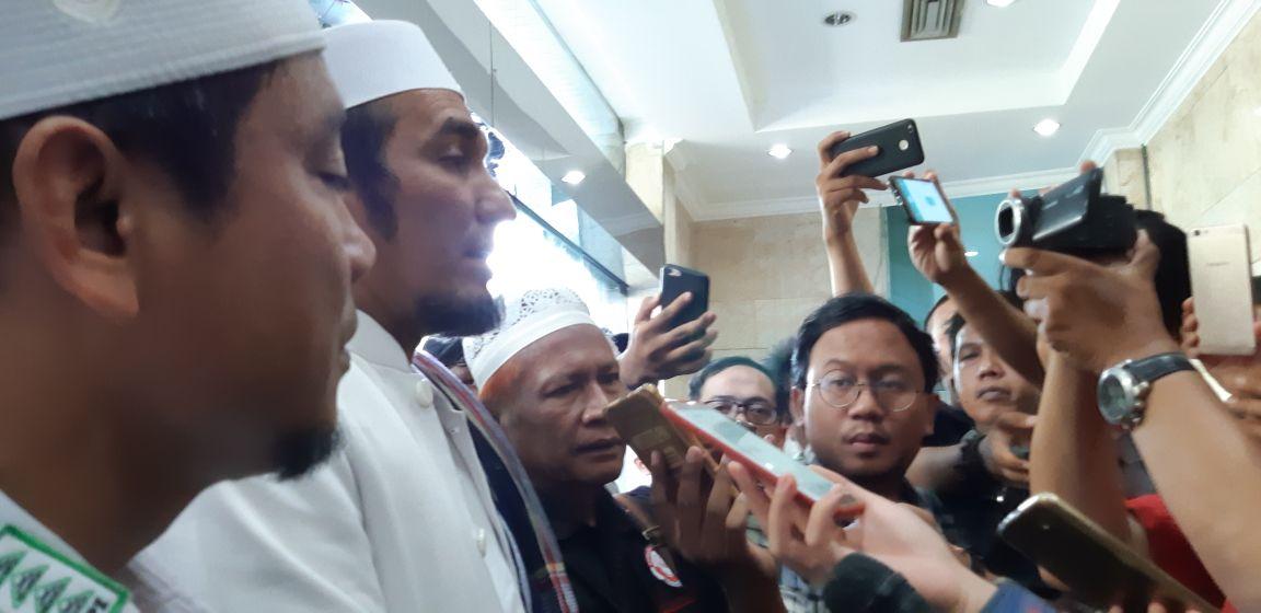Pelaporan Ade Armando Untuk Mencegah Aksi Main Hakim Sendiri Masyarkaat