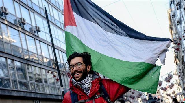 Peduli HAM, Pemuda Swedia Ini Berjalan Kaki ke Palestina