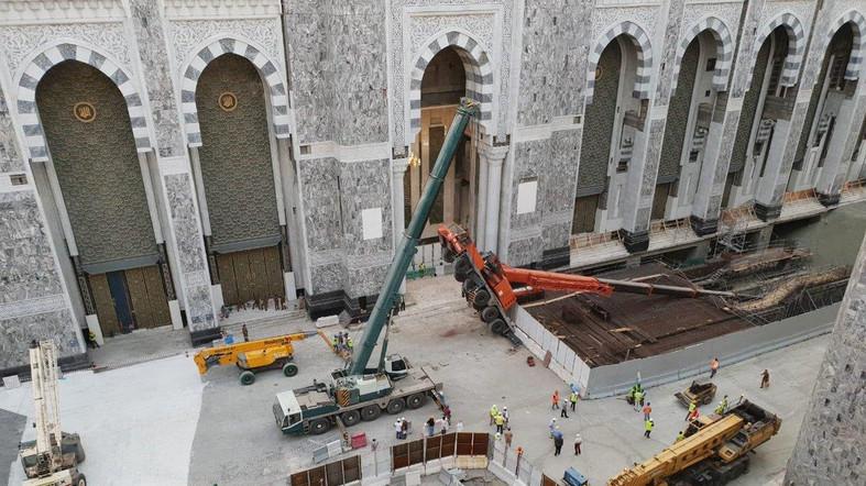 Sebuah Crane Kembali Roboh di Tanah Suci