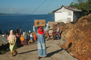 Kehangatan Penduduk Alor Sambut Kapal Ramadhan ACT