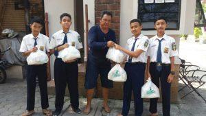 Ketika Siswa SMP Muhammadiyah Kottabarat Berbagi Kebahagiaan Ramadhan