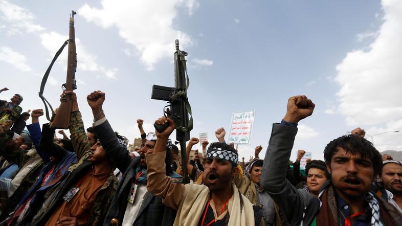 Syiah Houthi  Yaman Blokade Kantor dan Lembaga Perjalanan Haji-Umrah