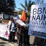 Puluhan Mahasiswa di Bandung Unjuk Rasa Tolak Kenaikan Harga BBM