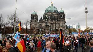 Ribuan Demonstran Anti Imigran di Jerman Berakhir Rusuh