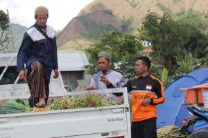 Mengharukan, Pengungsi Lombok Timur Sumbangkan 45 Ton Sayuran ke Lombok Utara