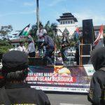 """Ratusan Massa Ikuti """"Longmarch Dunia Islam Berduka"""" di Bandung"""