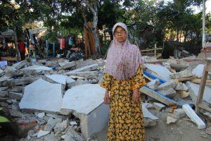 Rumahnya Hancur Akibat Gempa, Janda Tua Ini Dibuatkan Hunian Sementara