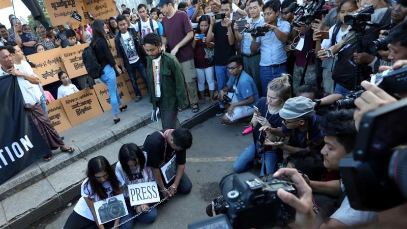 Protes atas Dipenjarakannya Wartawan Reuters di Myanmar Meningkat