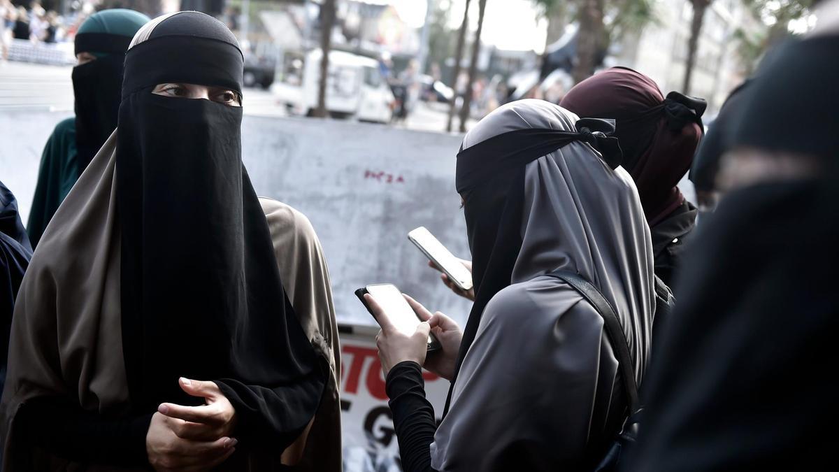 Swiss Adakan Penghitungan Suara Larangan Cadar Bagi Muslimah