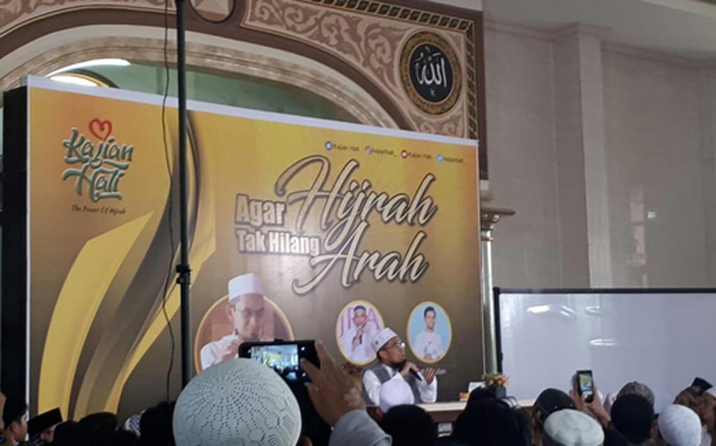 """Ribuan Jamaah Ikuti Tabligh Akbar """"Agar Hijrah Tak Hilang Arah"""" Ustadz Adi Hidayat di Serang"""
