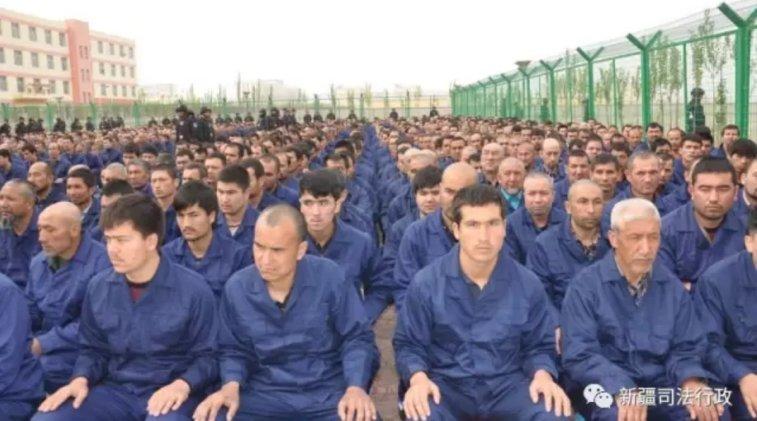 Muslim Uighur di camp isolasi