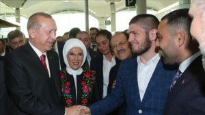 Erdogan Temui Khabib Nurmagomedov di Bandara Istanbul