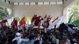 Buntut Maraknya Kasus LGBT, Ratusan Massa 'Geruduk' DPRD Tasik