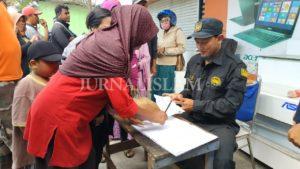 Jamaah Ansharusy Syariah Bagikan Ratusan Paket Sembako di Palu