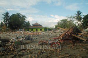 Tsunami Itu Pecah Di Atas Kubah