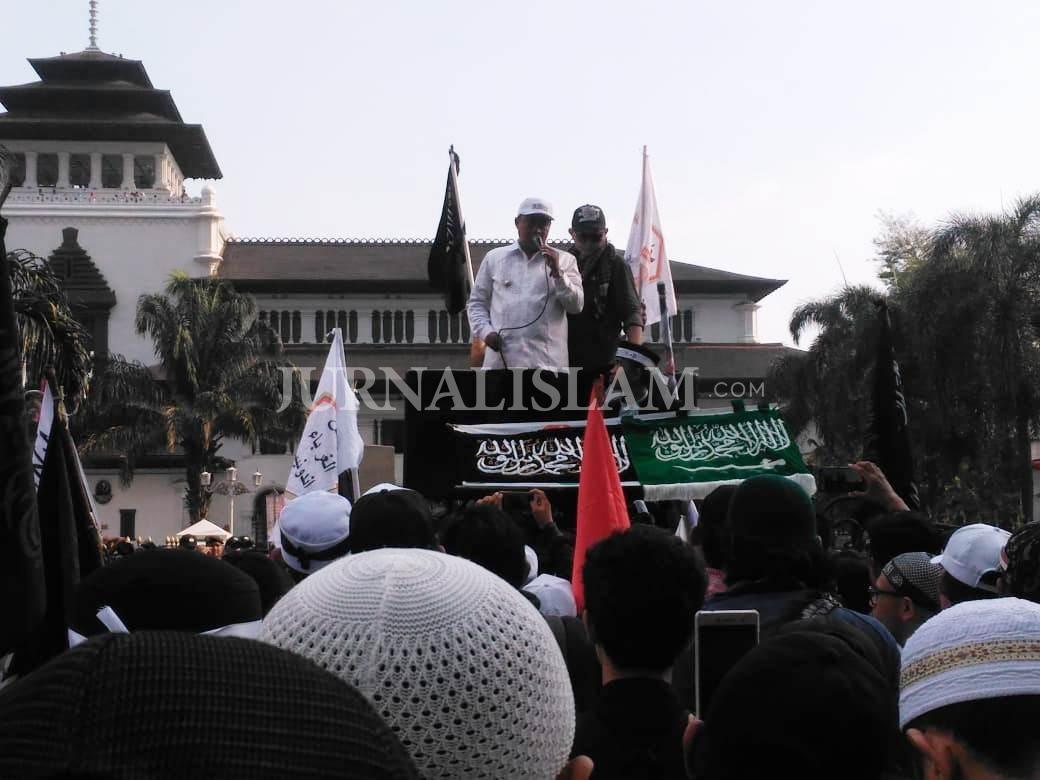 Wagub Jabar Janji Kawal Kasus Pembakaran Bendera Tauhid