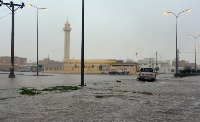 Arab Saudi Diterjang Banjir Bandang 35 Orang Tewas
