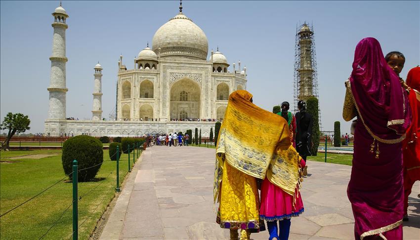 Pemerintah India Tutup Masjid Taj Mahal untuk Sholat kecuali Hari Jumat
