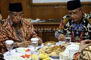 "Kunjungi PP Muhammadiyah, Rombongan PBNU Disambut ""Nasi Arab"""