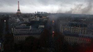 Demo Kenaikan BBM di Paris Rusuh, 222 Pasukan Keamanan Terluka