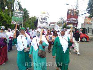 Sepenggal Cerita Emak-emak dalam Aksi Bela Uighur Banten