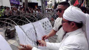 Sah! Warga Jatim Akhirnya Segel Konjen RRC di Surabaya