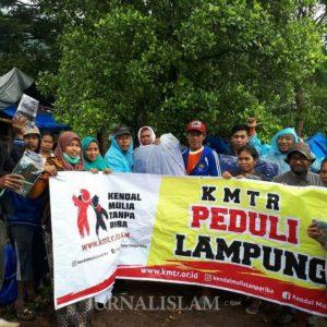 Dirikan Posko di Lampung, KMTR dan SPU Serahkan Bantuan untuk Korban Tsunami
