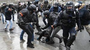 Bentrokan Yellow Vest dengan Pasukan Keamanan Perancis Kembali Meletus