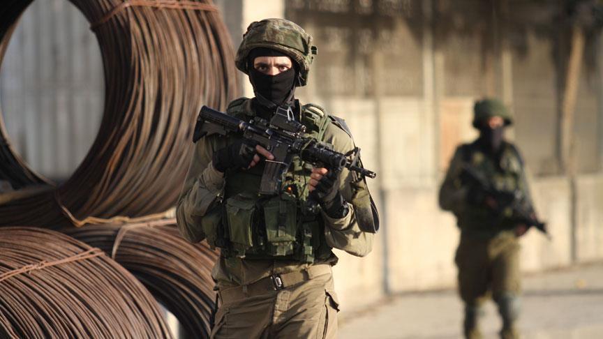 Diperkirakan akan Menikam, Pasukan Zionis Bunuh Warga Palestina di Pos Militer