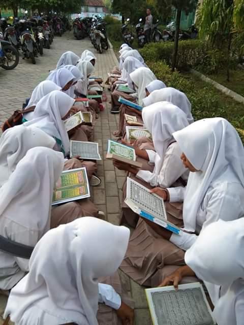 Bacalah Al Qur'an, Ia Akan Memudahkanmu Shalat Malam di Bulan Ramadhan