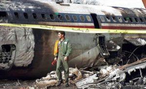 Pesawat Boing 707 Jatuh Ketika Mendarat Darurat di Iran, Belasan Tewas