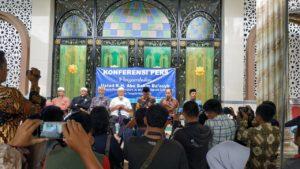 Panitia Penyambutan Ustaz Abu Bagikan 1000 Porsi Nasi Kebuli Untuk Warga
