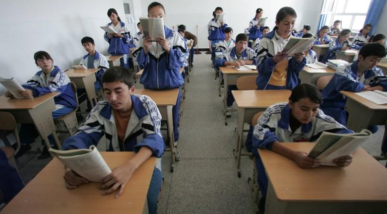 Siswa Uighur Dipaksa Menandatangani Pernyataan Menolak Agama