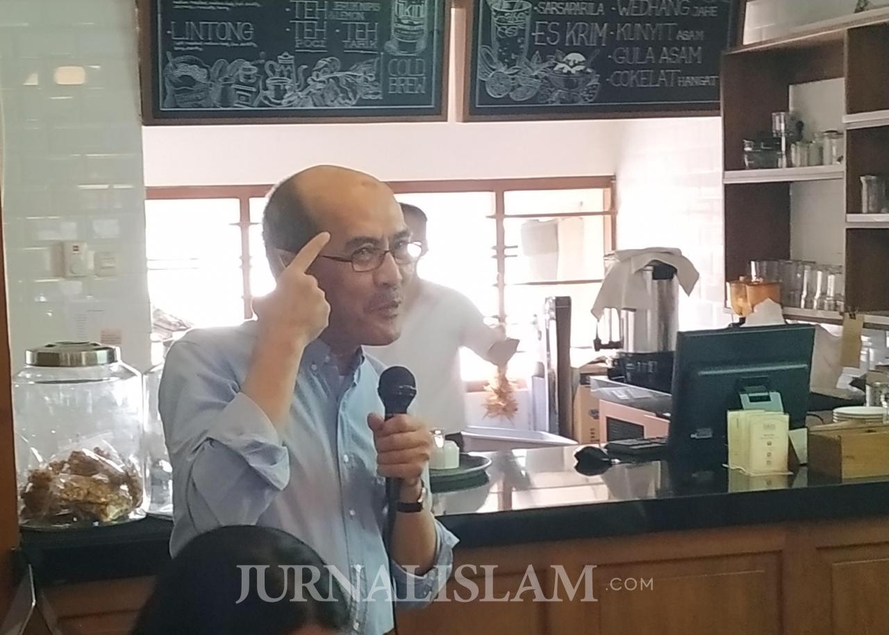 Ekonom Senior: Pengadaan Kartu Sakti Bukti Pembangunan Jokowi Tak Efektif