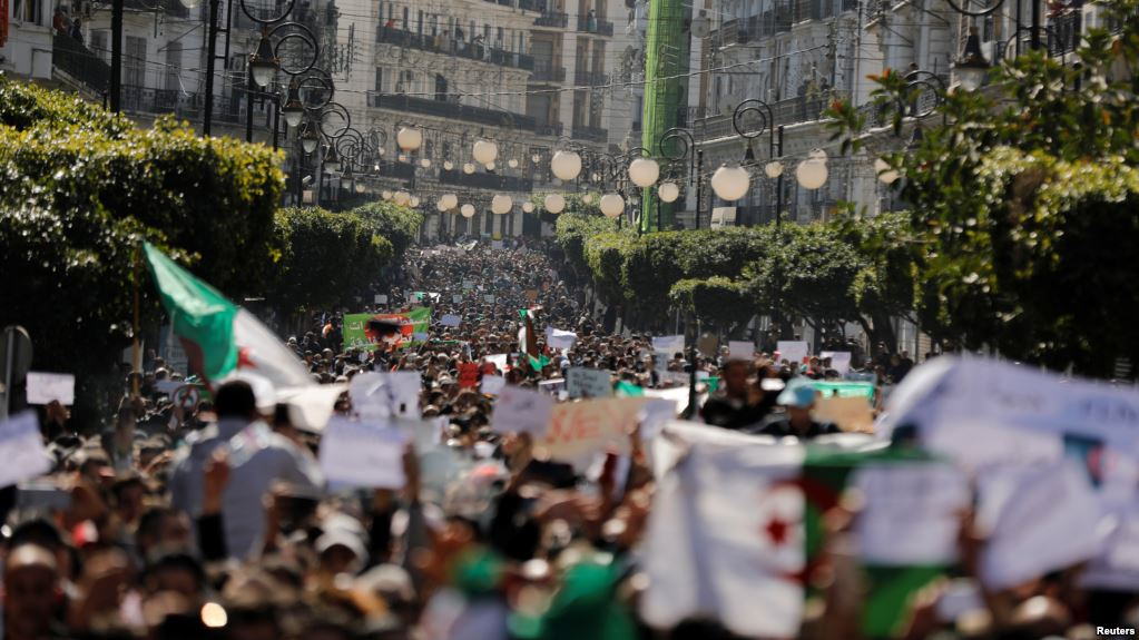"Jutaan Warga Aljazair Gelar ""Aksi 20 Juta"" Tuntut Bouteflika Mundur"