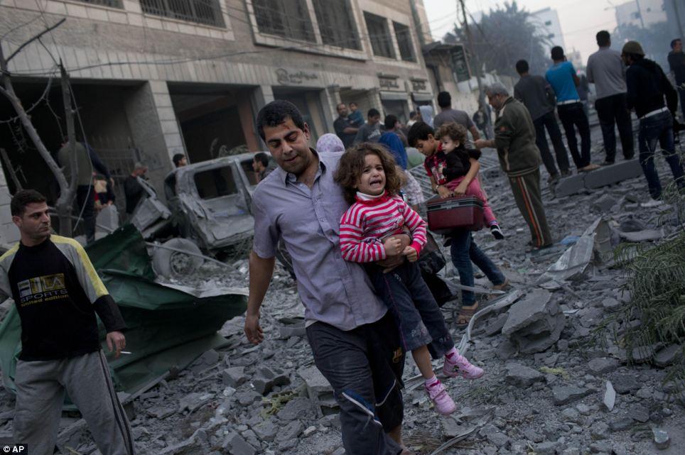 Serangan Udara Israel di Gaza Hancurkan Ratusan Rumah