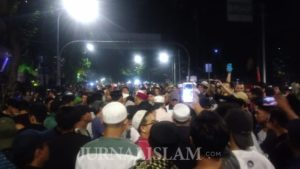 Massa Aksi 215 Masih bertahan, Minta Kawan Mereka Dibebaskan