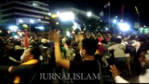 Polisi Bubarkan Massa Aksi yang Masih Bertahan di Depan Kantor Bawaslu