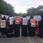 Muslimah Bercadar Solo Berbagi Jilbab dan Takjil Gratis