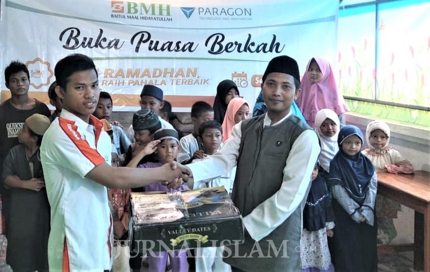 BMH-Paragon Gelar Buka Puasa dan Berikan Kado Muallaf di Sentani dan Kerom Papua