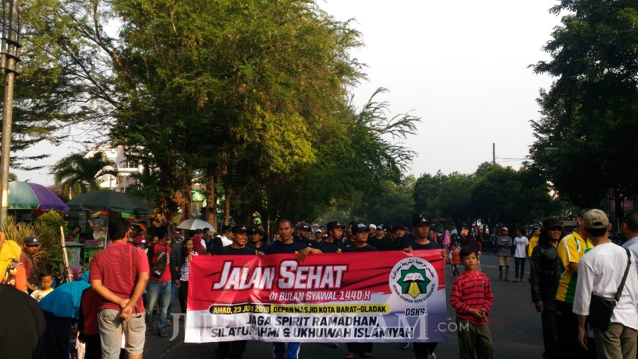 Jaga Ukhuwah dan Spirit Ramadhan,  Umat Islam Soloraya Hadiri Aksi Jalan Sehat