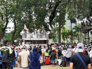 Jelang Putusan MK, Sejumlah Elemen Masyarakat Gelar Aksi di Kawasan Monas