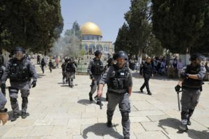 Pasukan Israel Bentrok Dengan Jamaah Masjid Al-Aqsha