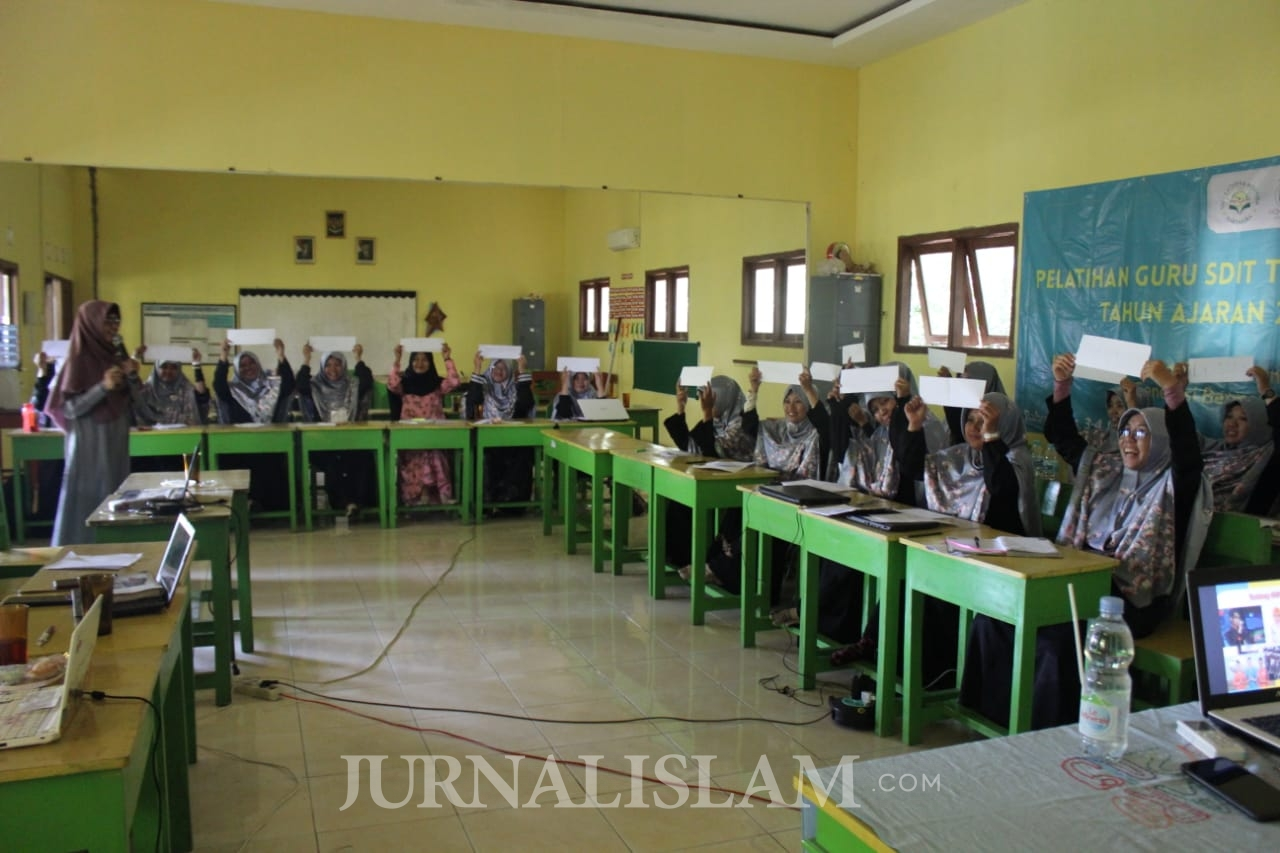 Tingkatkan Kompetensi, SDIT Taqiyya Rosyida Gelar Pelatihan Guru