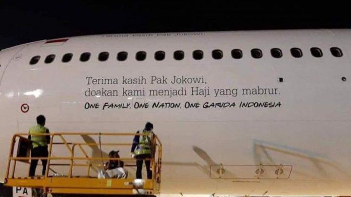 Ucapan 'Terima Kasih Jokowi' di Badan Pesawat Garuda Dinilai Berlebihan