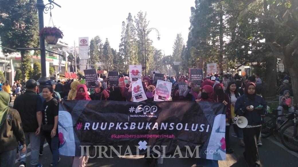 Gerakan Peduli Perempuan Bandung Gelar Aksi Menolak RUU P-KS