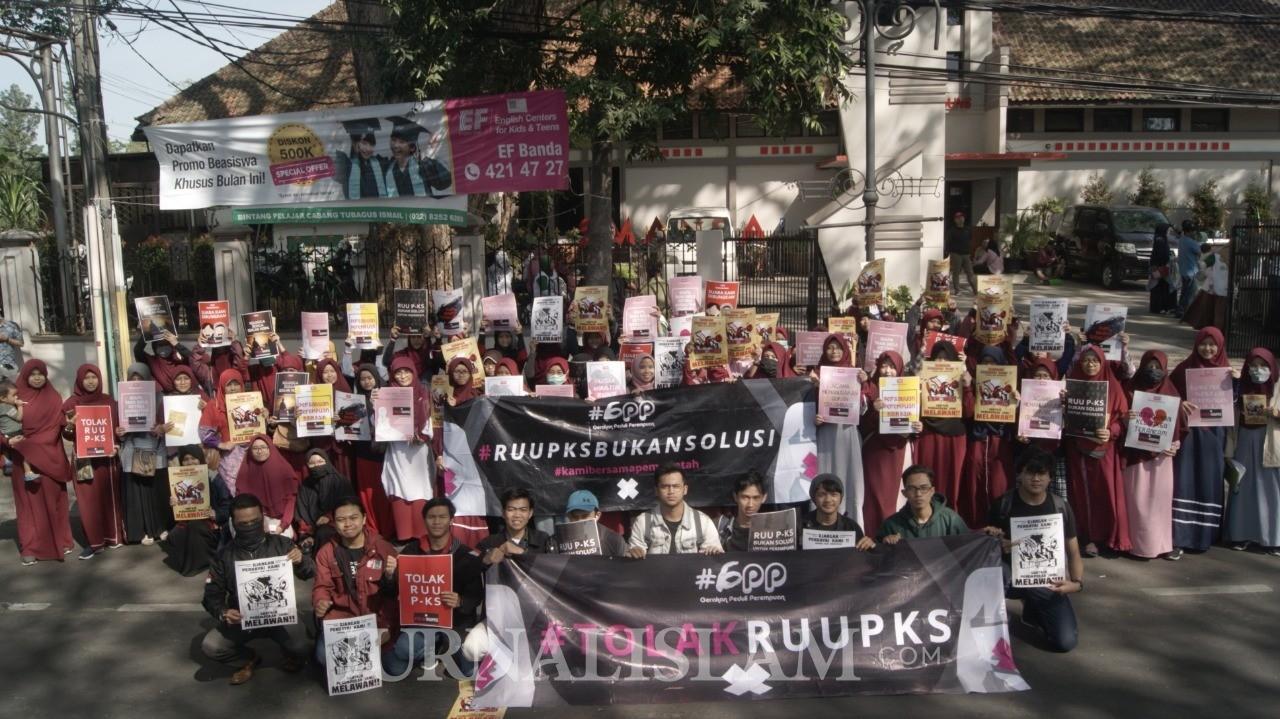 Warga Bandung Kembali Gelar Aksi Tolak RUU P-KS di CFD Dago