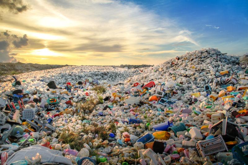 Sejumlah Wilayah Terapkan Sanksi Bagi Warga yang Buang Sampah Sembarangan