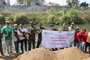 Aksi Tanam 1.807 Bambu sebagai Keberlanjutan Program Green Kurban