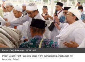 Habib Rizieq Bacakan Doa di Pemakaman KH Maimoen Zubair